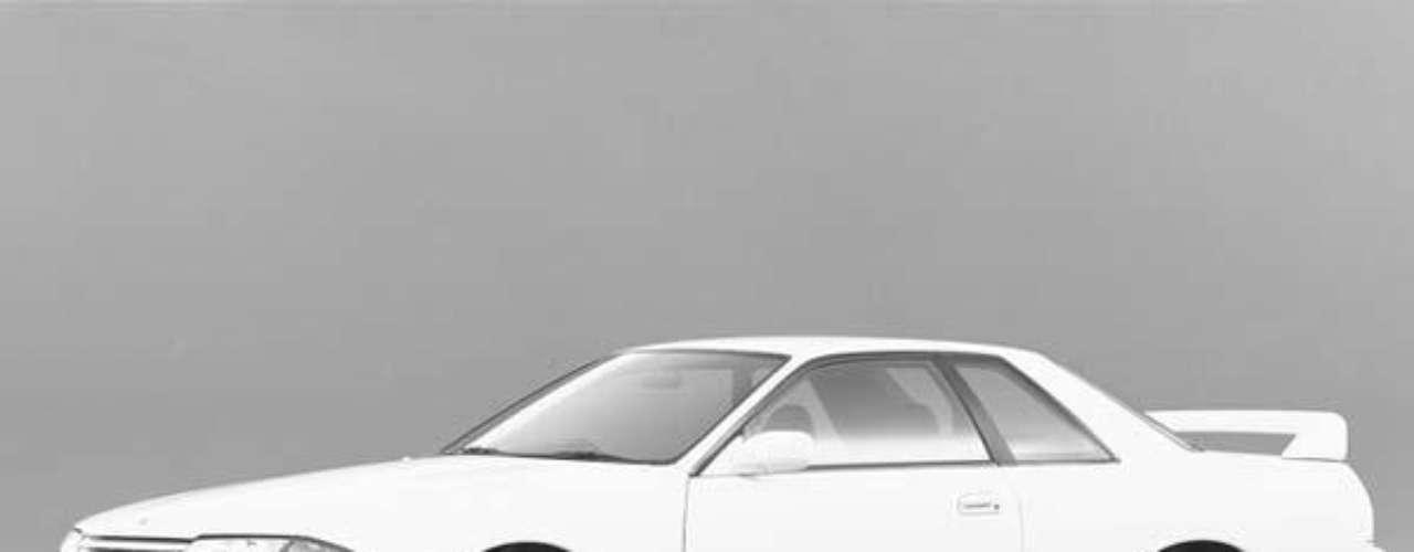El gran regreso fue en 1989, cuando se lanzó el Skyline GT-R R32, un deportivo equipado con el impulsor RB26DETT de 2.6 litros biturbo capaz de erogar 280 HP. Además de presentar una gran performance, el nuevo bólido presentaba sistemas de punta para la época.