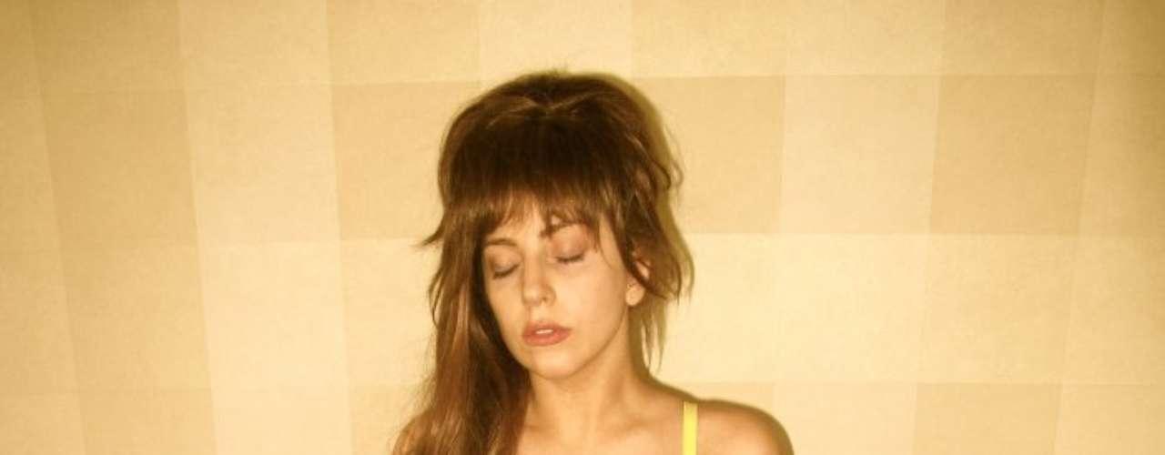 Lady Gaga al mostrarse casi como Dios la trajo al mundo, inspiró a varias personas, quienes también colgaron en el sitio LittleMonsters.com,  imágenes donde demuestran estar orgullosos de sus defectos físicos.