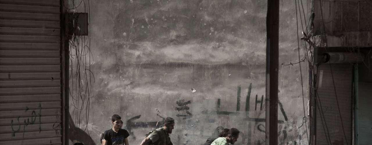 Todas las organizaciones coincidieron en que el mayor número de víctimas se registró en Damasco y su periferia, aunque también hubo muertos en otras provincias como Deir al Zur (este), Deraa (sur), Hama (centro), Alepo (norte), Homs (centro) e Idleb (norte).