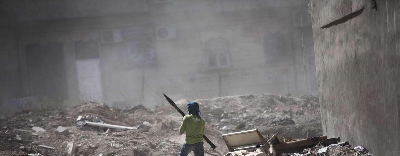 El Observatorio Sirio de Derechos Humanos indicó que durante la jornada del miércoles hubo más de 300 fallecidos, de los que 211 eran civiles y el resto combatientes de la oposición y miembros de las fuerzas progubernamentales.
