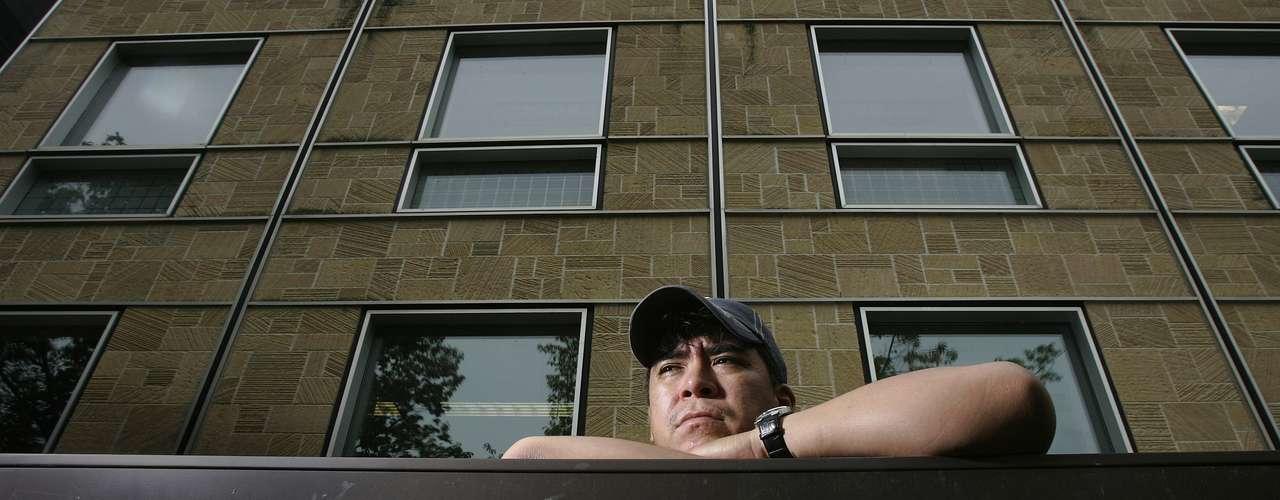El caso de Christopher Ochoa es particular. El hombre pasó varios años en la cárcel en Wisconsin por un asesinato que no cometió. Fue asistido por una filial de Innocence Project en la Universidad de Wisconsin, que finalmente comprobó su inocencia. Hoy, Ochoa es abogado, recibido de la universidad tras su libertad en 2006.