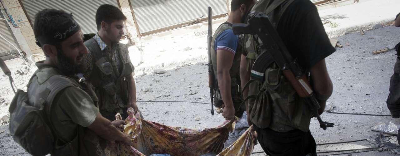 Asimismo, el periodista Maya Nasser, corresponsal de la televisión oficial iraní en inglés PressTv, fue asesinado por los disparos de un francotirador en la capital siria, informó su propia emisora.