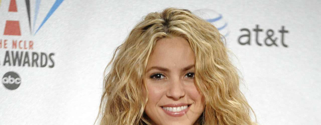 Shakira has never confirmed this but apparently one of the reasons that she ended her relationship with Osvaldo Rios was due to the physical agression.