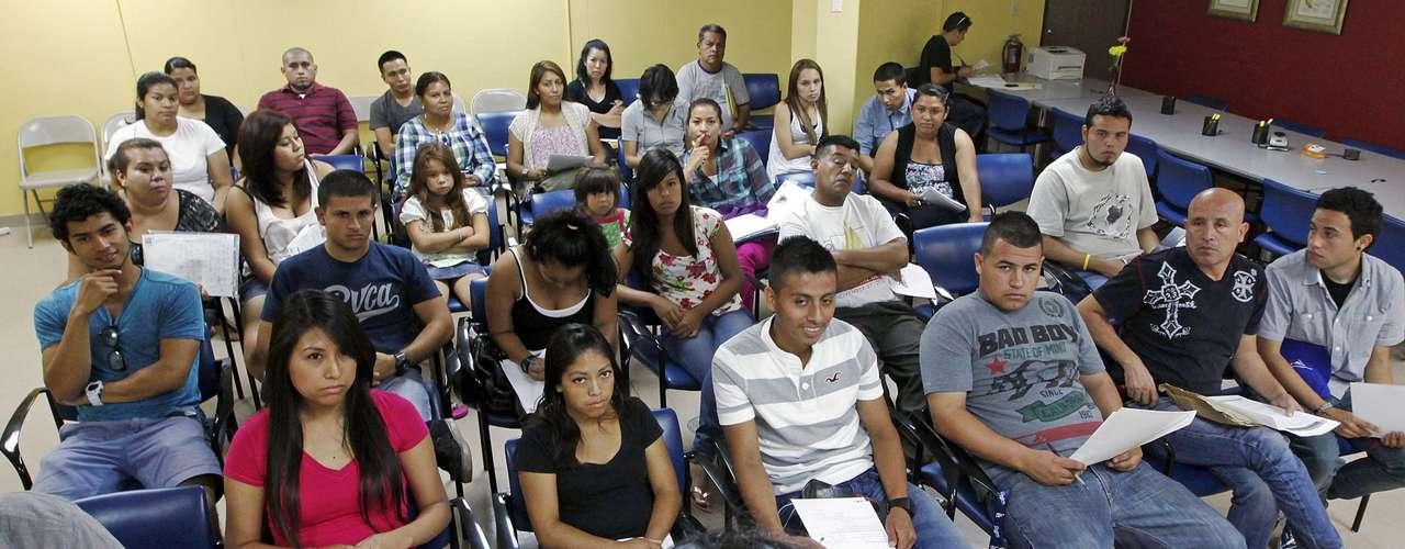 El consulado mexicano en Los Ángeles emitió 17,444 pasaportes y tarjetas de identificación en agosto, un aumento de 63 por ciento comparado con el mismo periodo el año pasado, y todo debido a la nueva medida, dijo el cónsul general David Figueroa Ortega.