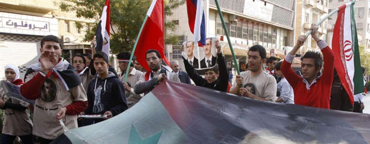 Las potencias occidentales y varios países árabes reclaman la salida del presidente Bashar Al Asad, quien quiere terminar \