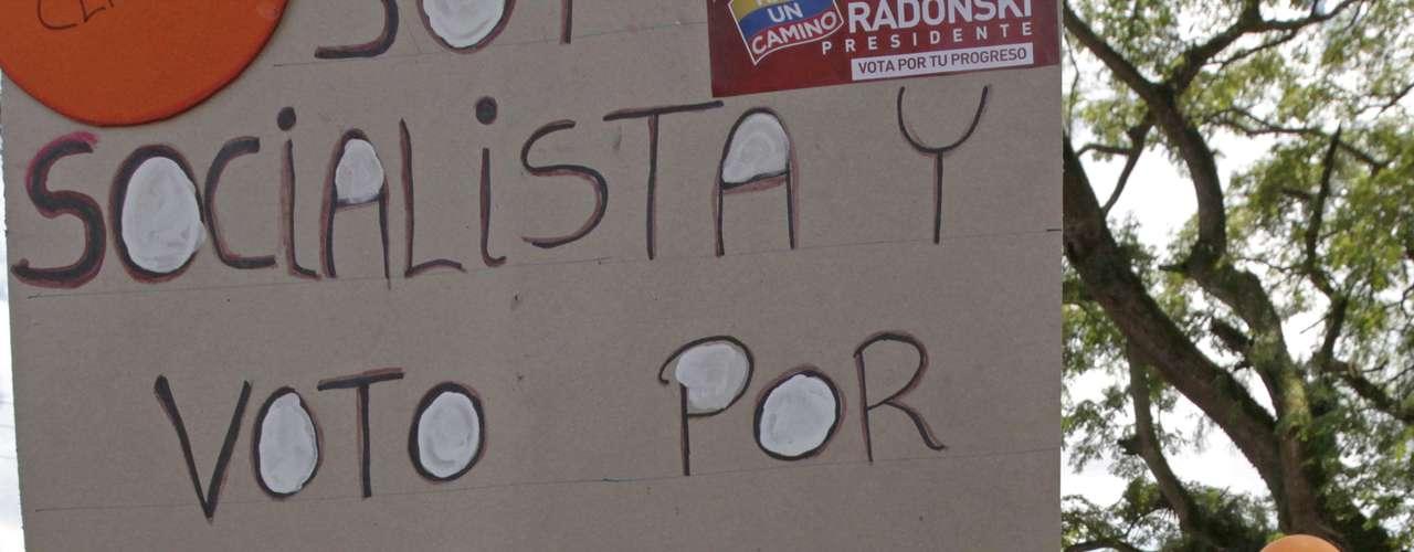 Algunos venezolanos que antes apoyaban al presidente Hugo Chávez se expresan desilusionados con el gobernante y han cambiado de bando para respaldar al opositor Henrique Capriles. (Foto AP/Fernando Llano)