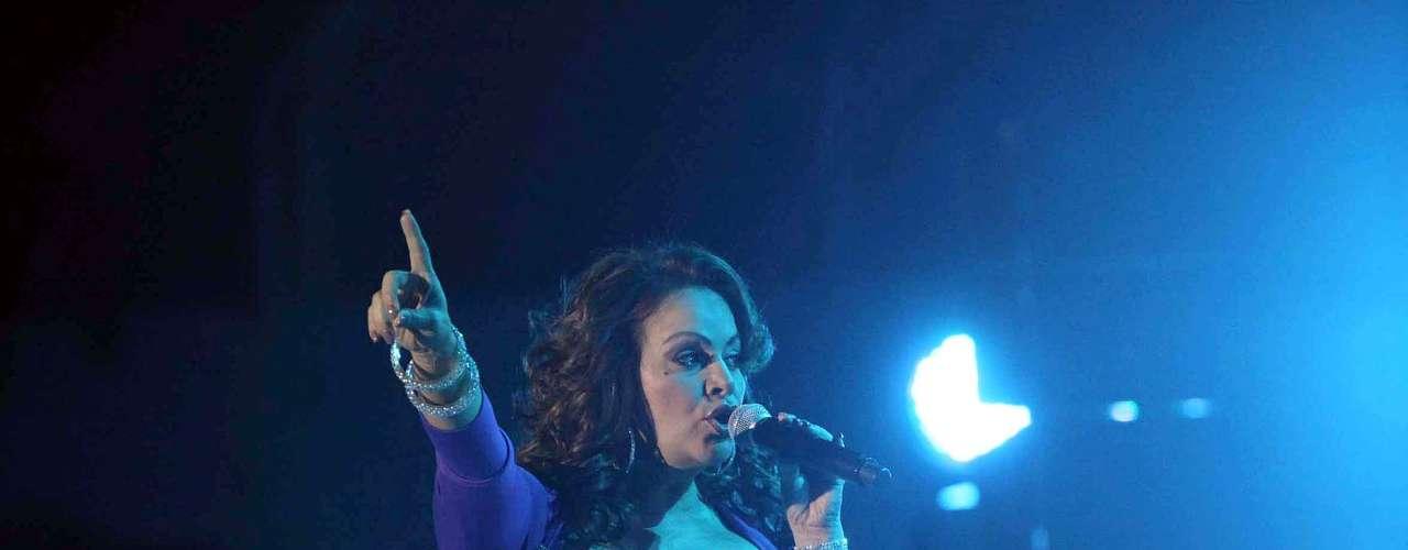 Jenni Rivera debe andar muy contenta, pues  ha sido nominada para la entrega de Las Lunas del Auditorio Nacional en la categoría de Mejor Show Grupero, así como en los Premios de la Radio, en los renglones: Artista del Año, Mejor Canción Banda (\
