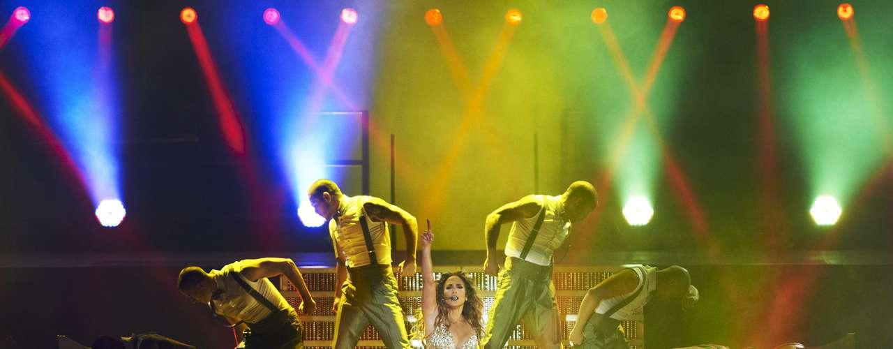 La anatomía de la cantante hechizó a los fans en todo momento.