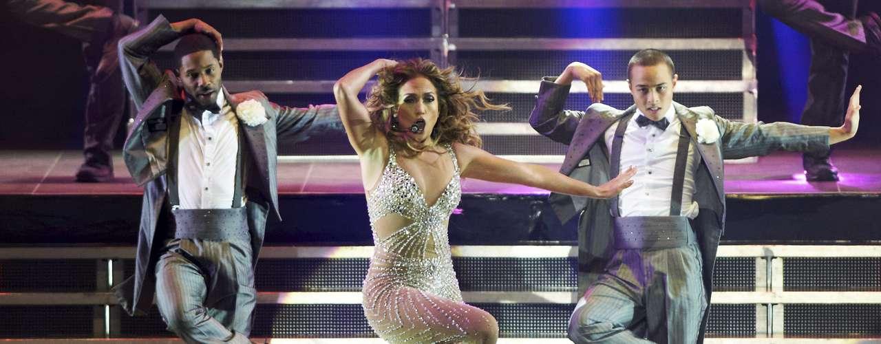 Las enérgicas coreografías le dan más vida al concierto.