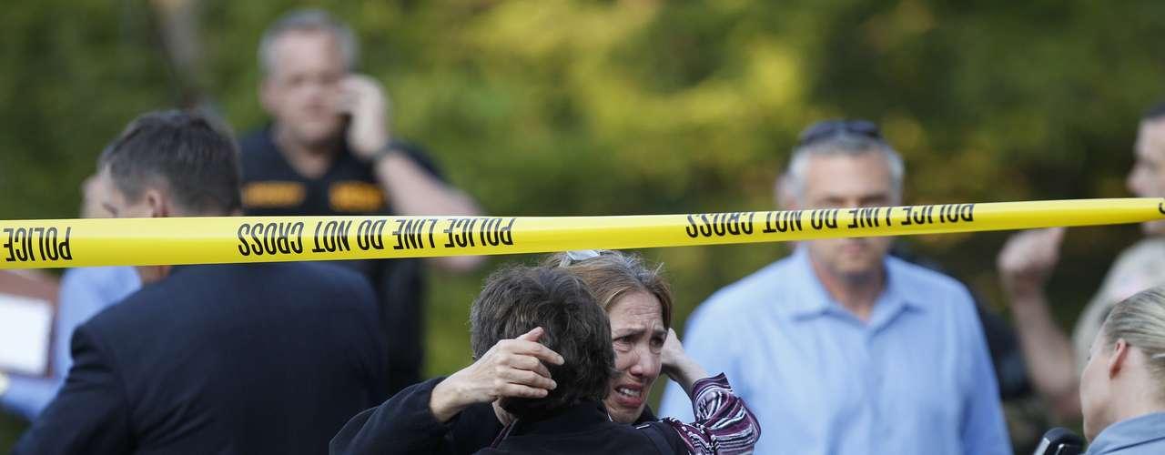 Un pistolero mató a tiros a cinco personas en una oficina de diseño de carteles en Minneapolis, tras lo cual se suicidó, dijeron las autoridades este viernes por la mañana.