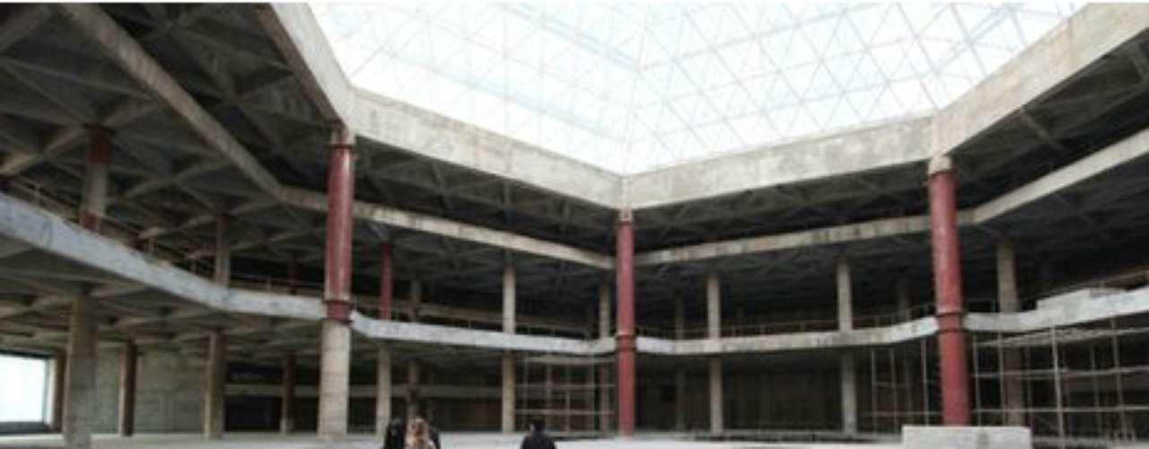 Por entonces se calculó que la construcción externa del hotel finalizaría para 2010, y que los trabajos en el interior se completarían para 2012.