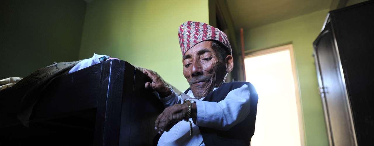 Dangui atribuye ese buen estado de salud a su dieta, de la que exentos todo tipo de excitantes, como el té y el café, y que está compuesta mayormente por leche de vaca y chapati, pan de trigo muy común en el subcontinente indio.