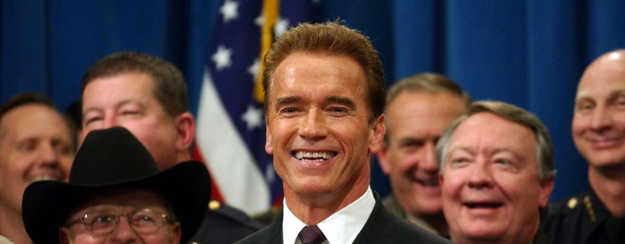 Mientras sirvió como gobernador durante dos mandatos que fueron de noviembre de 2003 a enero de 2011. Schwarzenegger se convirtió en el primer gobernador republicano de California, luego de un llamado a una elección especial para destituir al demócrata Gray Davis, después de 37 años como gobernador del Estado.