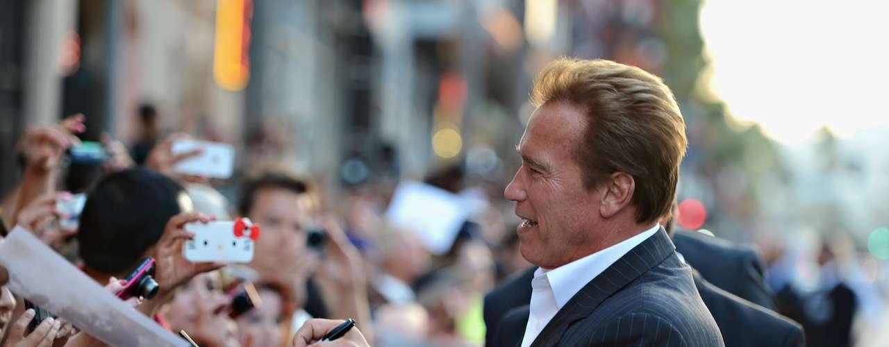 Schwarzenegger también confesó que le ocultó a su mujer su plan de lanzarse como gobernador en 2003 y que se lo informó solo unos días antes del anuncio de su campaña, una noticia que la dejó llorosa y agitada.