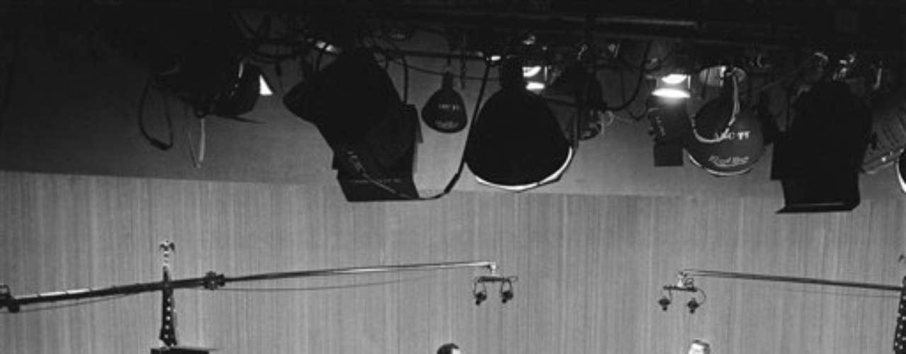 Aquellos que escucharon el debate por la radio, sintieron a Nixon ganador. Sin embargo, la gran mayoría que lo siguió por la TV, claramente se inclinó por Kennedy, que terminó como presidente de EE.UU.