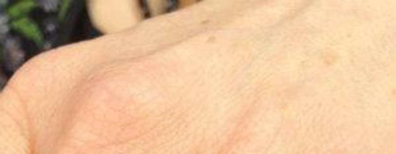 Luce precioso en la mano de la actriz, ¿no?Cynthia Klitbo ¡se casó por cuarta vez!¿Triste realidad? Las estrellas sin maquillajeLatinas: Las novias más despampanantes del espectáculoMalditas villanas... ¡despiadadas asesinas!