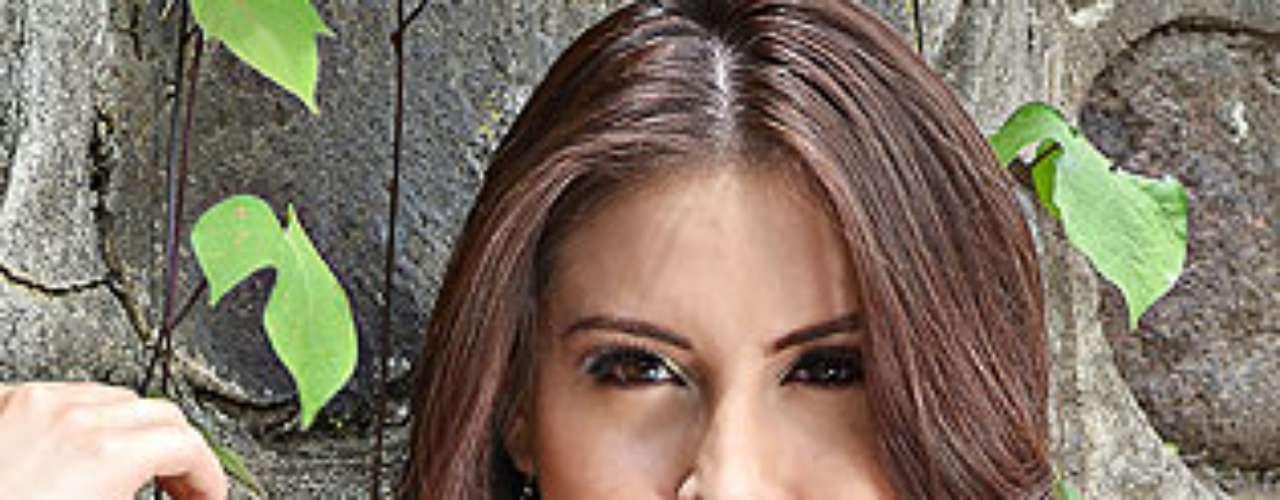 Miss Costa Rica - Natasha Sibaja. Tiene 21 años de edad y mide 1,68 metros de estatura.