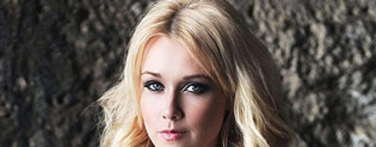 Miss Finlandia -  Viivi Suominen. Tiene 24 años de edad y mide 1,74 metros de estatura.