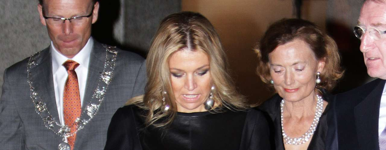 En la imagen, Máxima en una presentación que tuvo lugar en 2010, luciendo el mismo vestido que ha repetido ahora para un nuevo acto oficial.