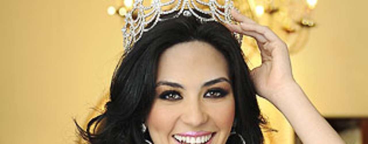 Miss Guatemala - Christa García Gonzale. Tiene 19 años de edad y mide 1,70 metros de estatura.