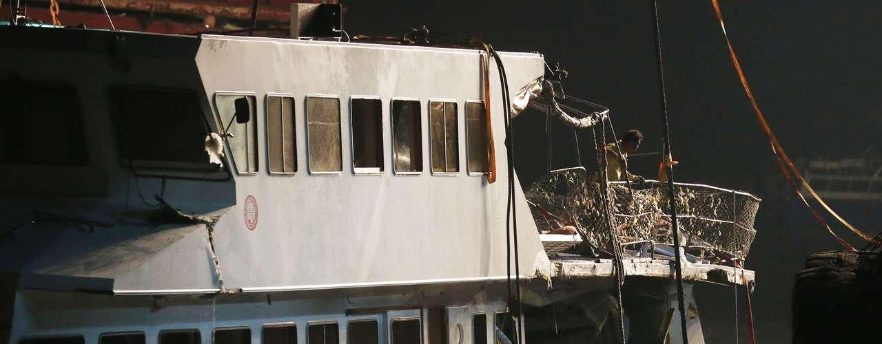 El barco hundido, propiedad de la Compañía Eléctrica de Hong Kong, transportaba a empleados y sus familiares desde la isla de Lamma al puerto Victoria. El director de operaciones del buque hundido explicó que el barco tenía capacidad para 200 pasajeros y llevaba el equipo de salvamento pertinente.