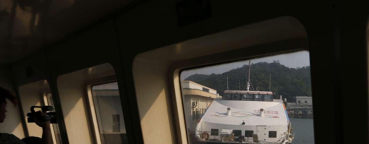 Seis miembros de la tripulación de los dos barcos de pasajeros implicados en el accidente ya fueron detenidos, informó el principal responsable de seguridad hongkonés. \