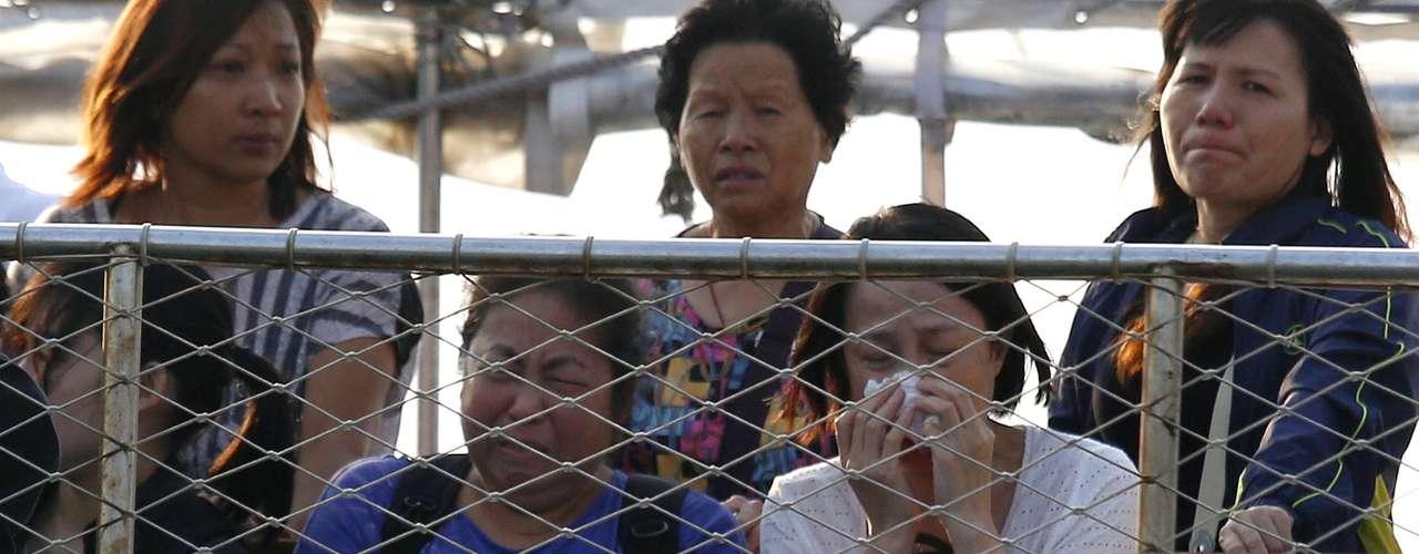 El accidente se produjo a las 20.23 hora local del lunes (12.23 GMT) frente a la isla de Lamma, situada a tres kilómetros al suroeste de la isla de Hong Kong, cuando un buque con más de cien pasajeros colisionó con un ferry que también transportaba a un centenar de personas y se hundió en cuestión de minutos.