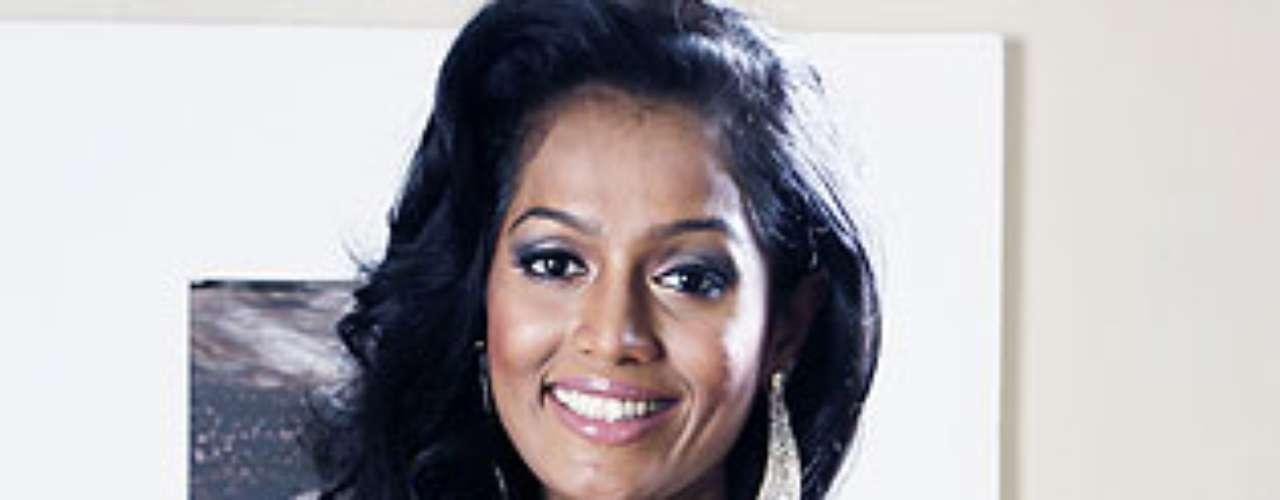 Miss Sri Lanka - Madusha Mayadunne.  Tiene 24 años de edad y mide 1.63 metros de estatura.