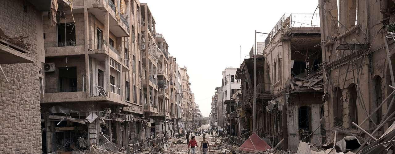 En Damasco, periodistas de la AFP observaron un despliegue de seguridad fuera de lo habitual en las entradas de la capital, donde también se han registrado violentos combates desde mediados de julio.