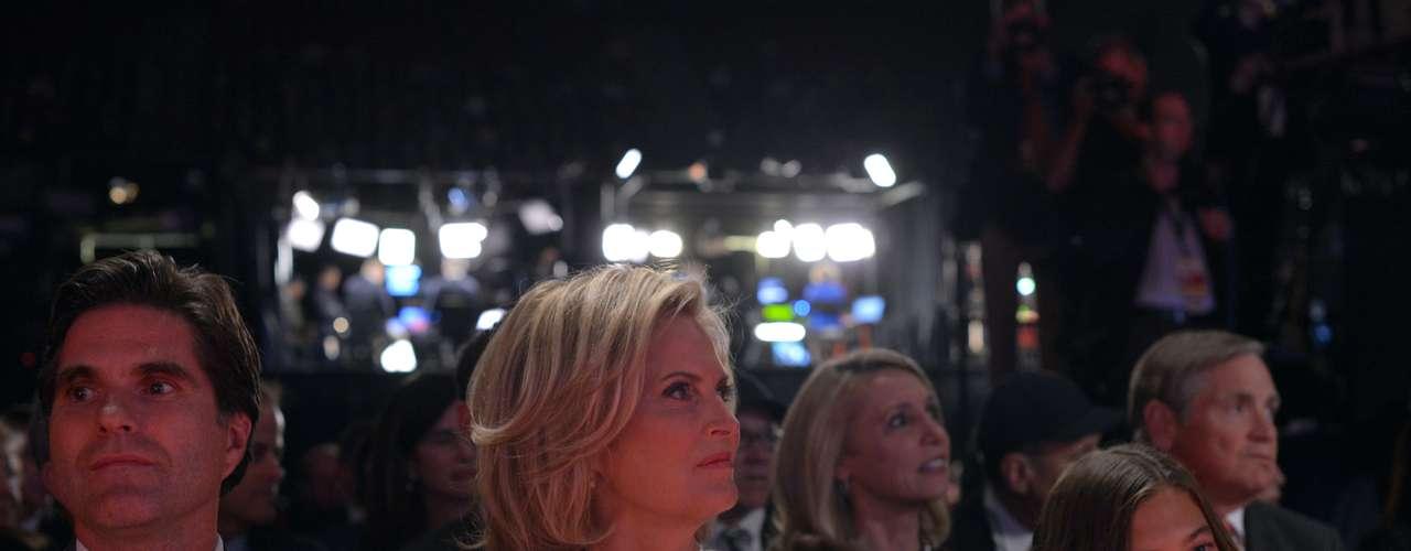 En el público estuvo Ann Romney apoyando a su esposo, el candidato republicano, en todo momento.