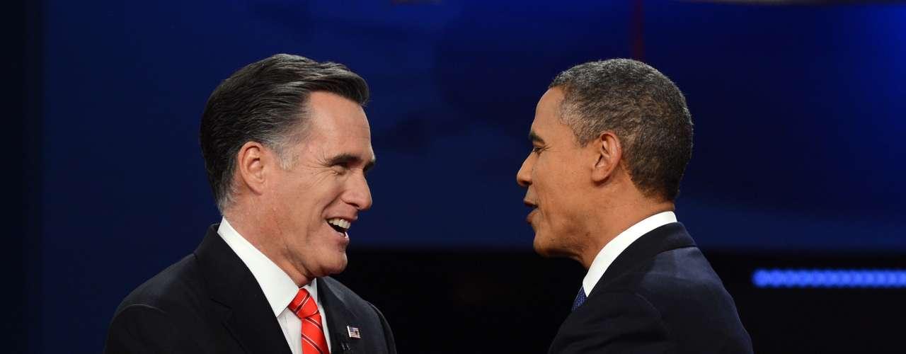 Antes de iniciar el debate, ambos estaban muy tranquilos y hasta se saludaron cordialmente, dándose la mano.