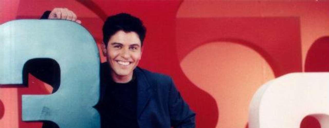 En 2002 y parte de 2003 participó como anfitrión en la emisión de concursos \