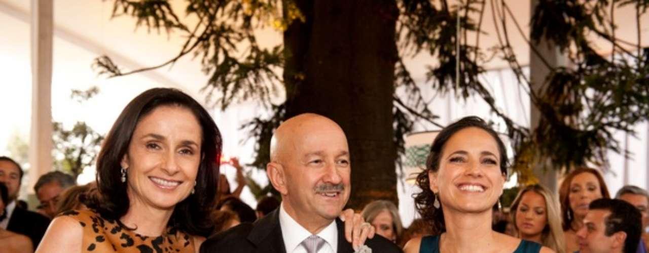 Ana Paula Gerard y Carlos Salinas de Gortari con su hija, Cecilia