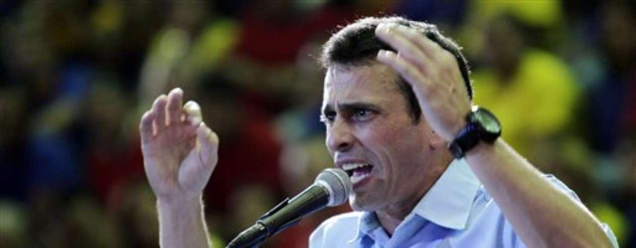 Proveniente de una acaudalada familia de empresarios que cuenta con una cadena de cines y medios de comunicación, Capriles se define de centro izquierda y asegura que seguirá los pasos del exitoso modelo mixto brasileño, una economía de mercado con fuerte acento social.