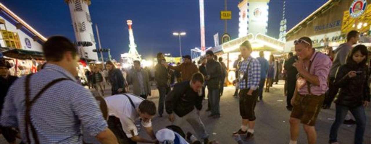Las autoridades de Munich dijeron que la mayoría de los asistentes provienen de Alemania, de países vecinos, de Italia, Estados Unidos, Nueva Zelanda, Australia y de varias naciones de Asia.