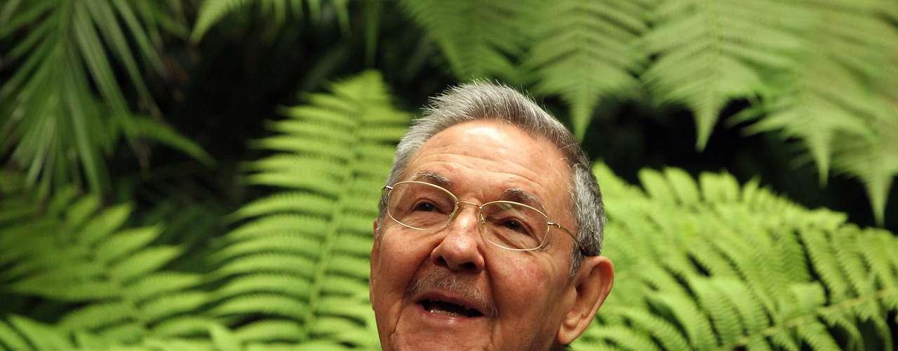 El presidente cubano Raúl Castro, acérrimo aliado y amigo, felicitó a su par venezolano por su \
