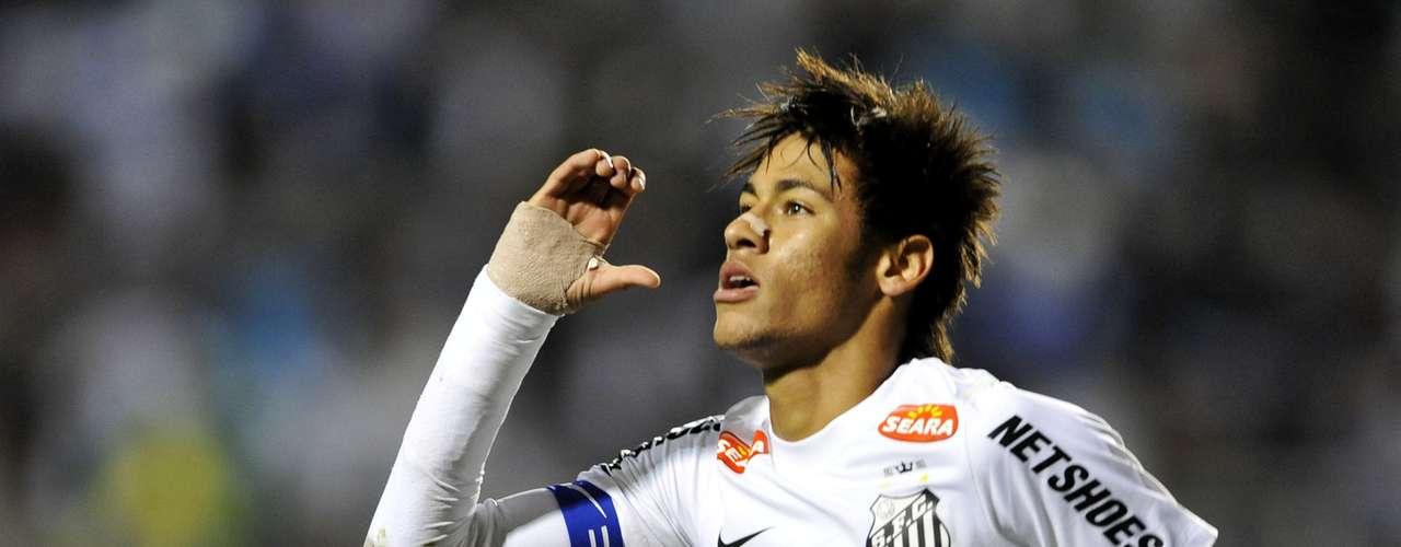 El brasileño Neymar es escolta del astro del Barcelona, con nueve goles por la Selección Brasileña y ocho con Santos, de acuerdo con la federación.