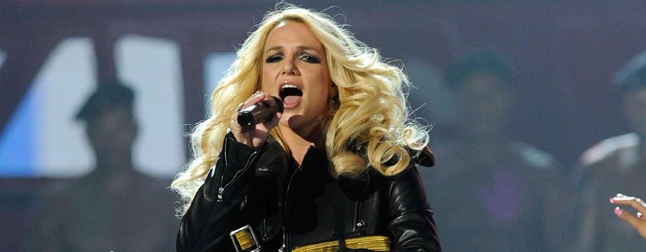En el tercer puesto se encuentra Britney Spears, la princesa del pop, quien despuntó con éxito a finales de los noventa, luego se sumió en una larga lista de escándalos y excesos, aunque ahora busca recuperar su lugar en la escena pop.