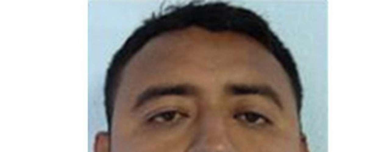 20-abr-2009.- Mediante un comunicado de prensa, la Secretaría de la Defensa Nacional informa, que en el marco de la estrategia integral del combate al narcotráfico, con base a la información aportada por un ciudadano, personal de la 7/a. zona militar, detuvo en Monterrey, N.L. a Raymundo Almanza Morales (a) 'El Gori', hermano de Octavio Almanza Morales (a) 'Gori 4'.