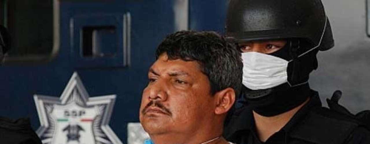 30-abr-2009.- Elementos de la policía federal detuvieron en Matamoros, Tamaulipas, a Gregorio Sauceda Gamboa, alias 'El Caramuela' y/o 'el Goyo', uno de los 'zetas' más buscados por la DEA. La Secretaría de Seguridad Pública federal informó que con ese sujeto fueron detenidos su esposa Gabriela del Toro Copto y Miguel ángel Reyes Grajales, 'El Güero'.