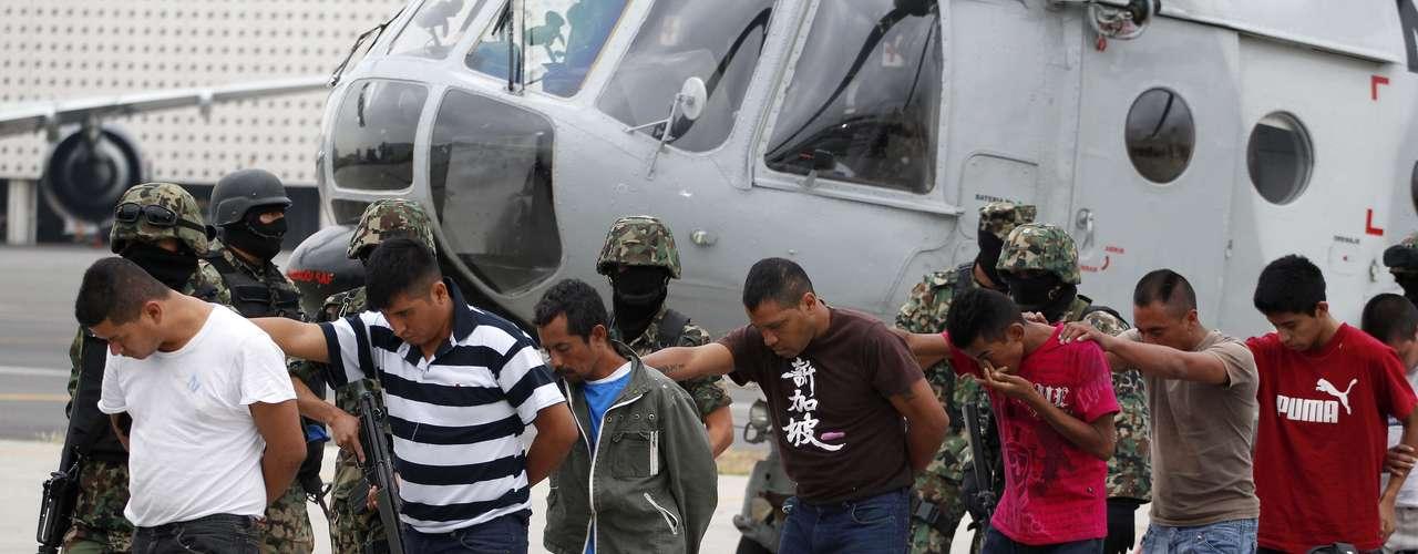 Después de su ruptura con el Cartel del Golfo, Los Zetas se consolidaron como una de las dos mayores organizaciones del narcotráfico extendiendo sus operaciones a 17 de los 32 estados de México, en rivalidad con el cartel de Sinaloa de Joaquín \