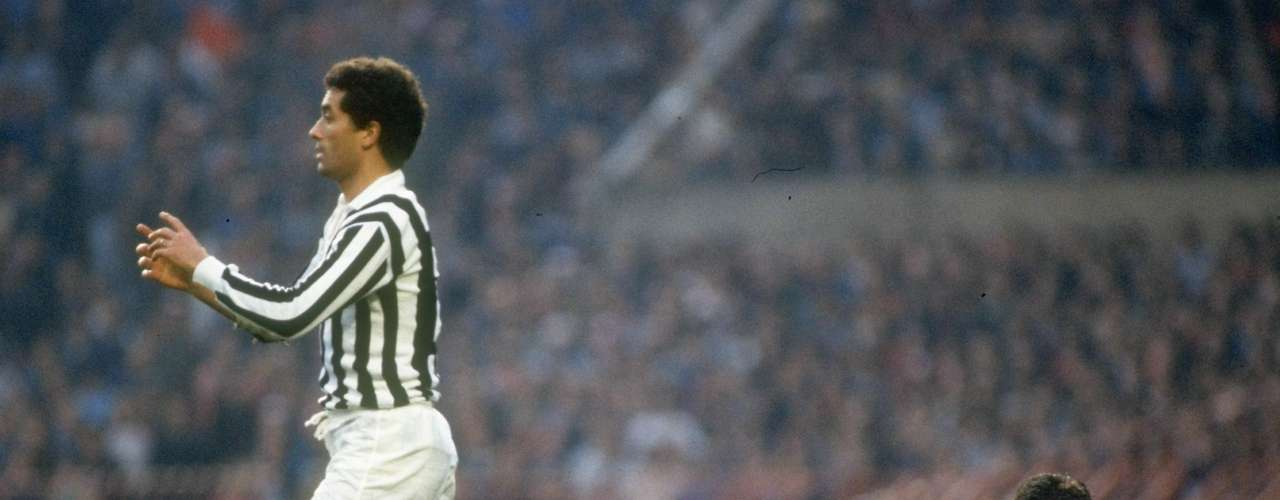 Claudio Gentile - Considerado uno de los mejores marcadores de la historia, el libio de ascendencia siciliana también metía miedo en los rivales por entrar con fuerza. Especialmente recordado por una dura entrada cometida sobre Maradona en el Mundial de España 1982.