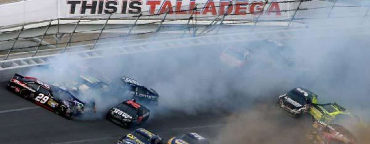 Fotos Accidente de 25 autos en el NASCAR