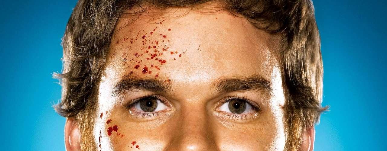 DEXTER: investigador de día, asesino de noche. Dexter es el nombre del protagonista de la serie homónima.