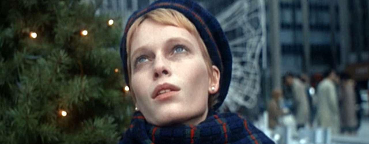 ROSEMARY: Imposible olvidar el personaje de Mia Farrow en el Bebé de Rosemary, cuando esta nueva mamá se da cuenta que su hijo es del diablo.