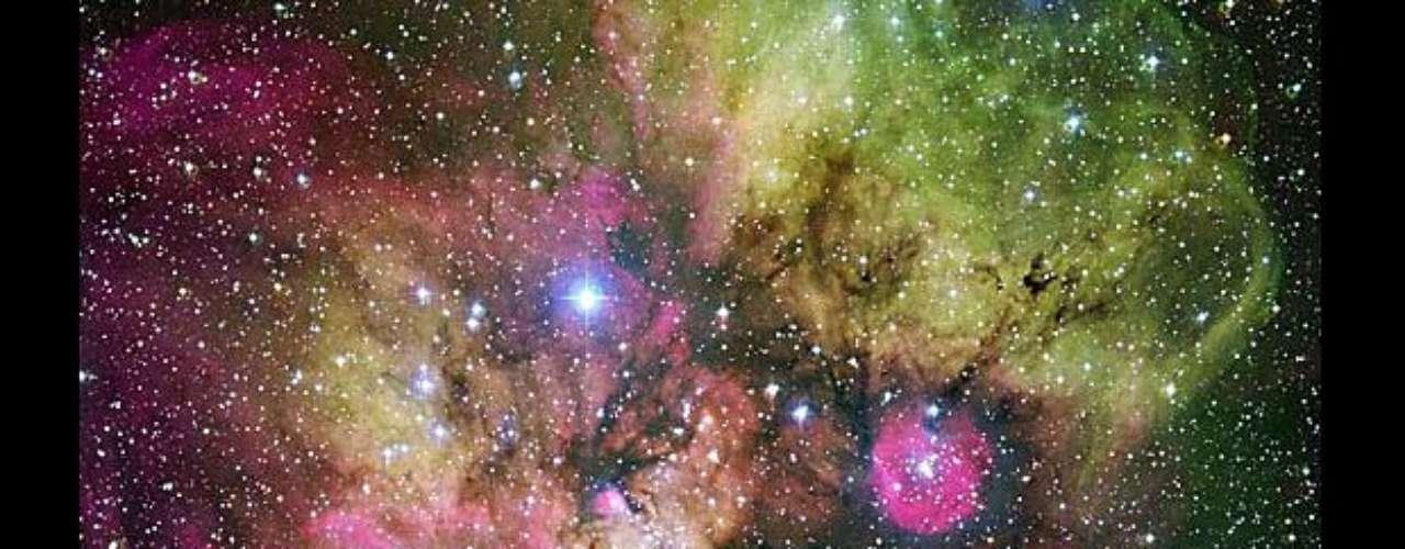 Esta cara fastasmagórica está formada por la aglomeración estelar NGC 2467, y la región de alrededor es la constelación de Puppis.