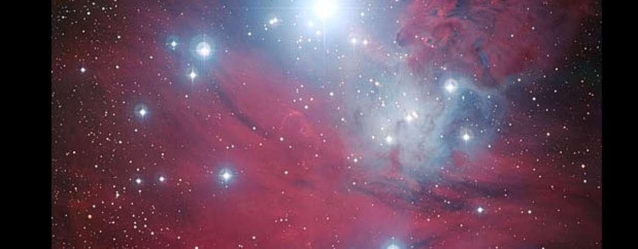 La región NGC 2264 aparece a los lados de las \