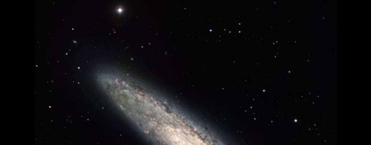 La galaxia espiral NGC 253 se encuentra a 13 millones años luz de la Tierra. Esta imagen fue capturada por uno de los telescopios de La Silla, en Chile.