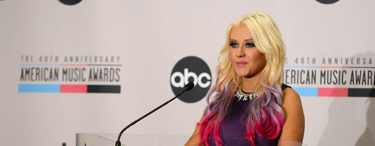 Xtina anunció que tiene pensado participar con un performance en la ceremonia de entrega de los AMA 2012, la cual se realizará el 18 de noviembre en el Nokia Theatre de Los Ángeles.