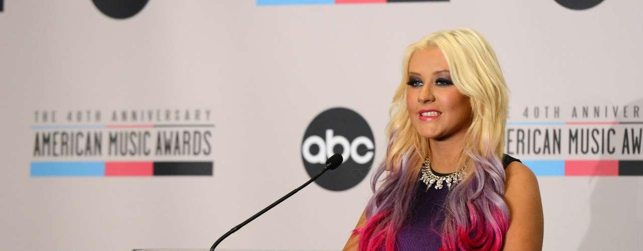 Después que Aguilera anunciara las postulaciones, se conoció que Rihanna y Nicki Minaj lideran la lista de nominados peleando en cuatro categorías cada una.